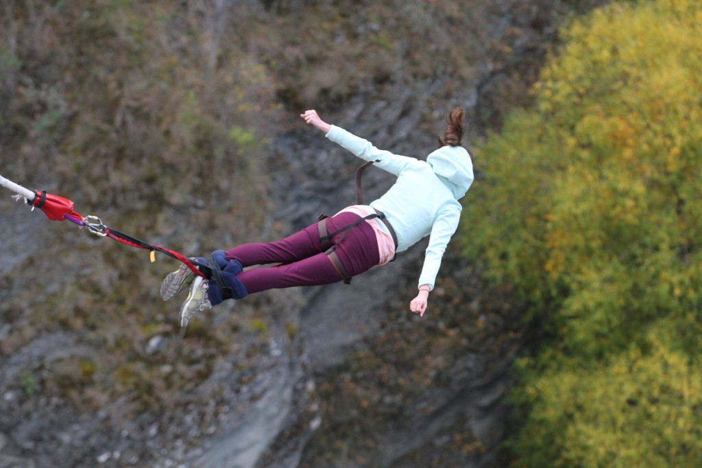 Alli bungy jumping