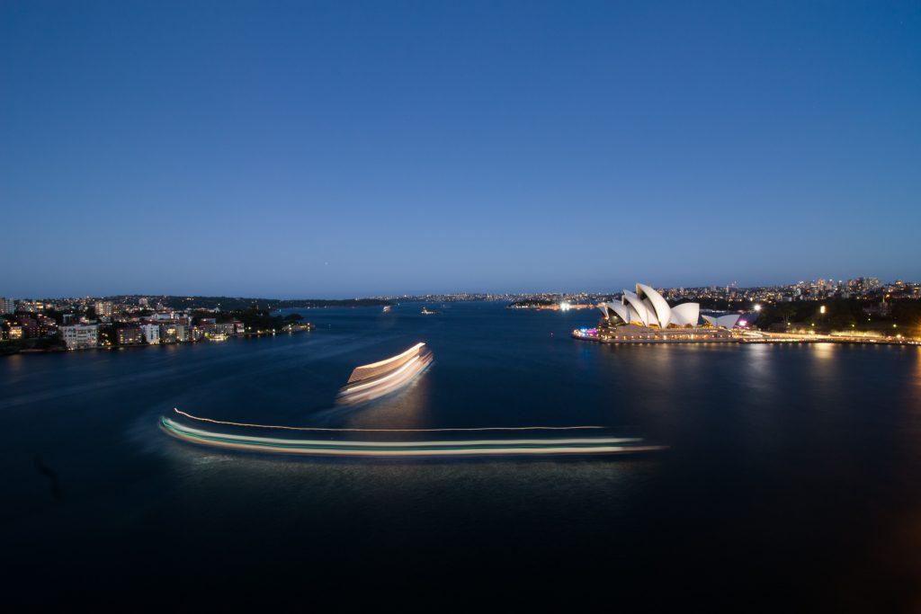 opera-house-boat-lapse