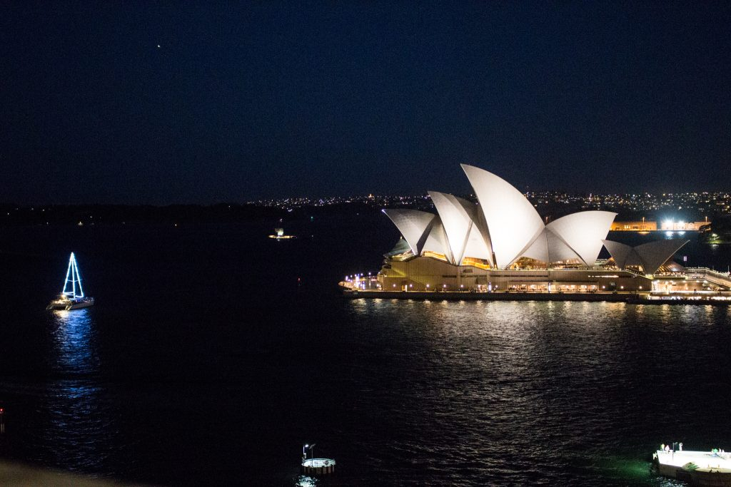 opera-house-sailboat-lapse
