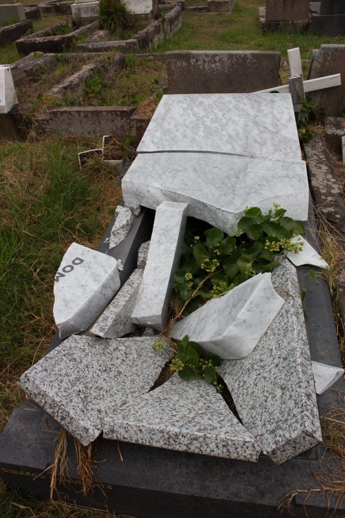 sydney-cemetary-grave